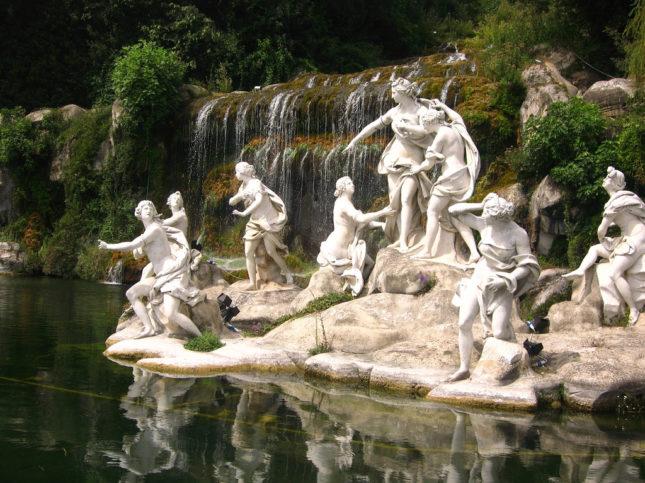 gruppo statue caserta